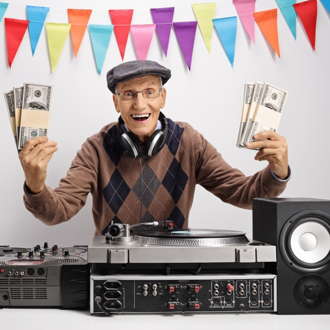 Диджей, музыкант и налоги